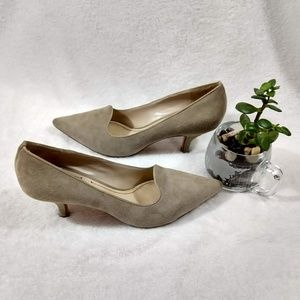 Elizabeth and James Clark Pointed Toe Pumps size7
